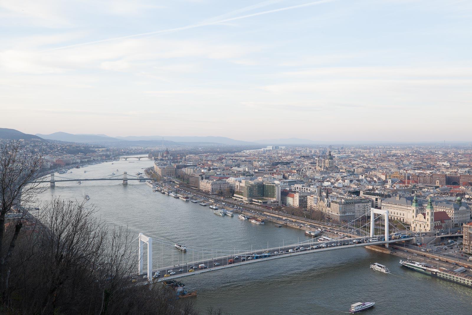 Budapeste, a capital que vai a banhos_Num Postal