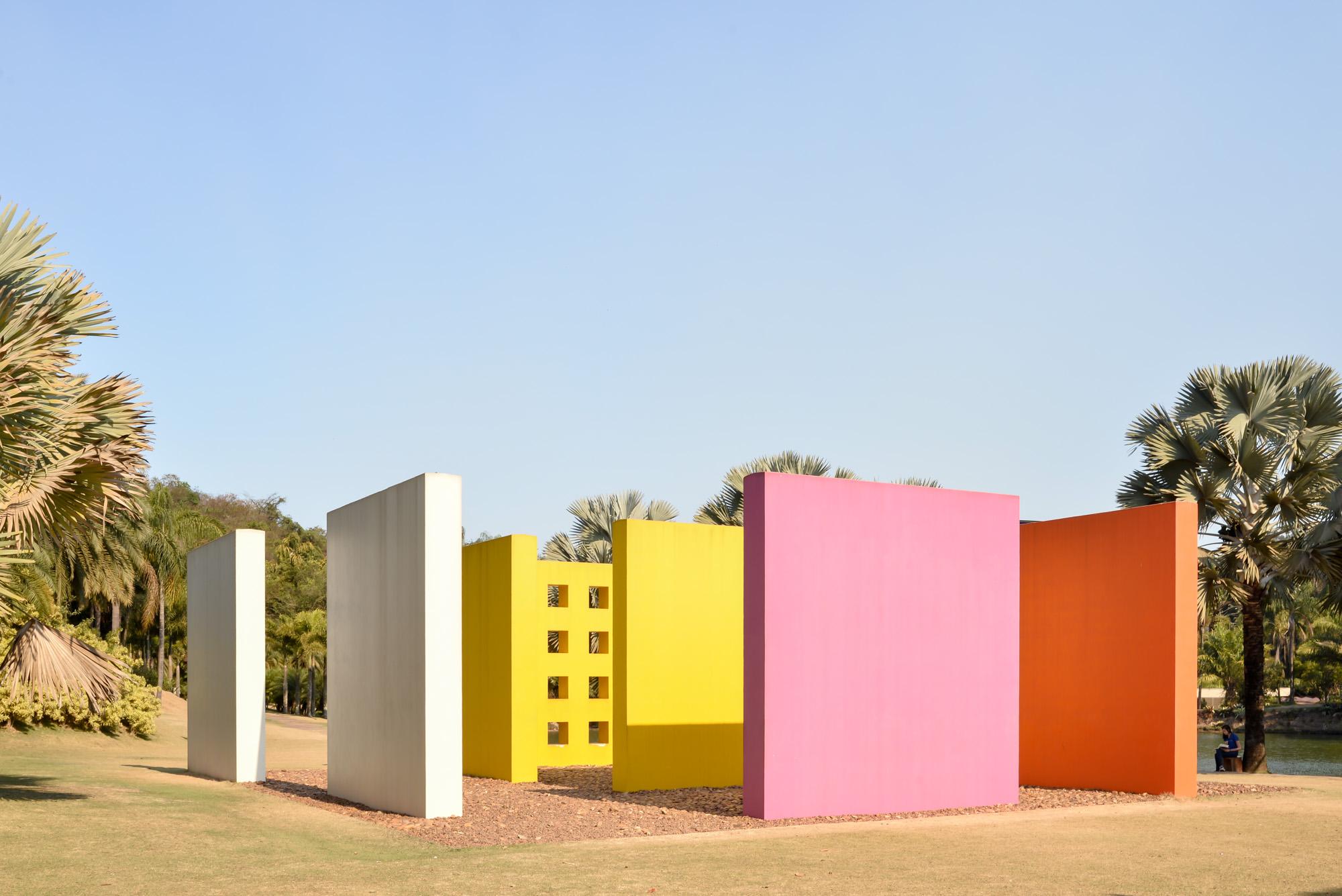 Inhotim, um jardim botânico-artístico_Num Postal