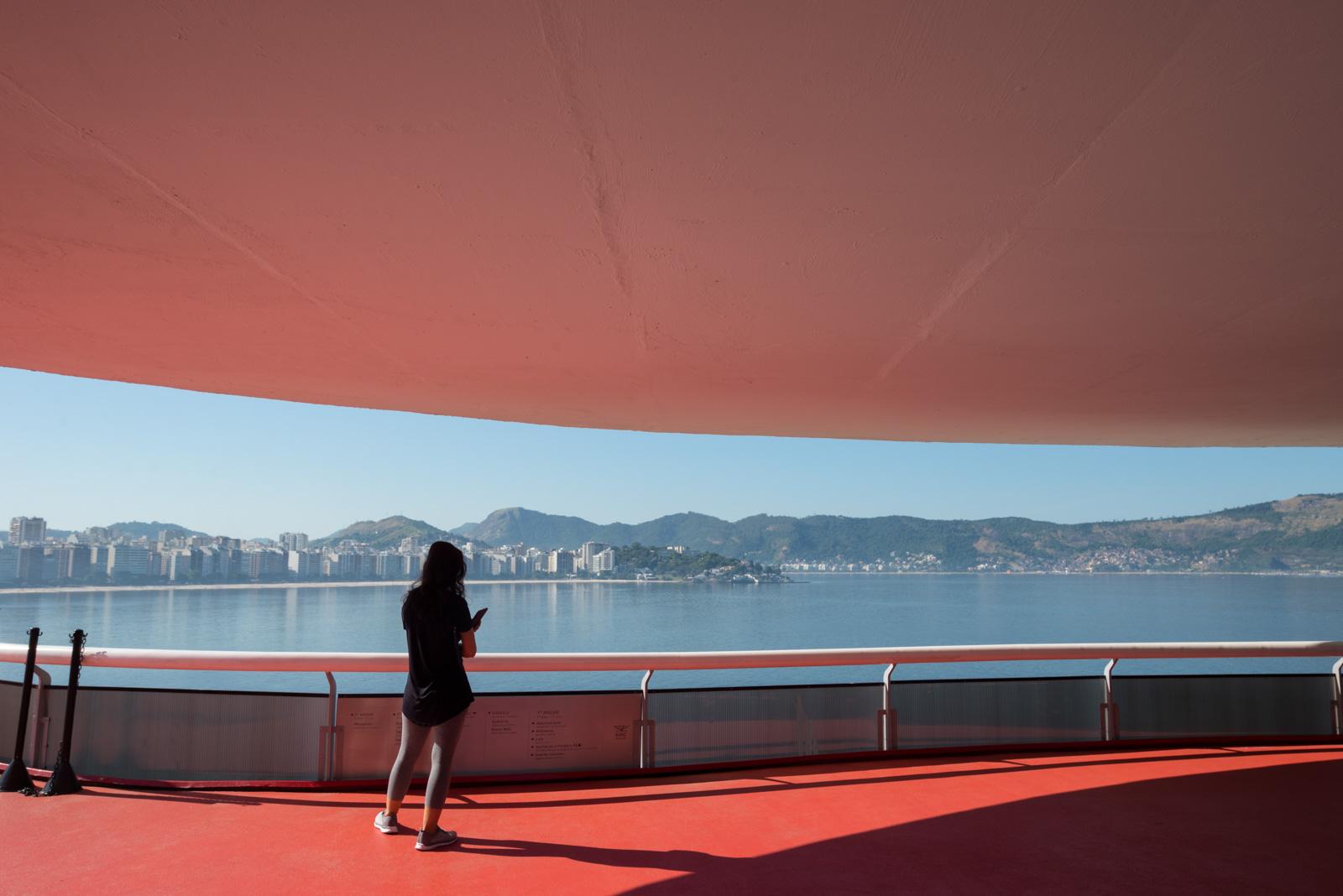 Niterói e Rio de Janeiro, no caminho Niemeyer_Num Postal