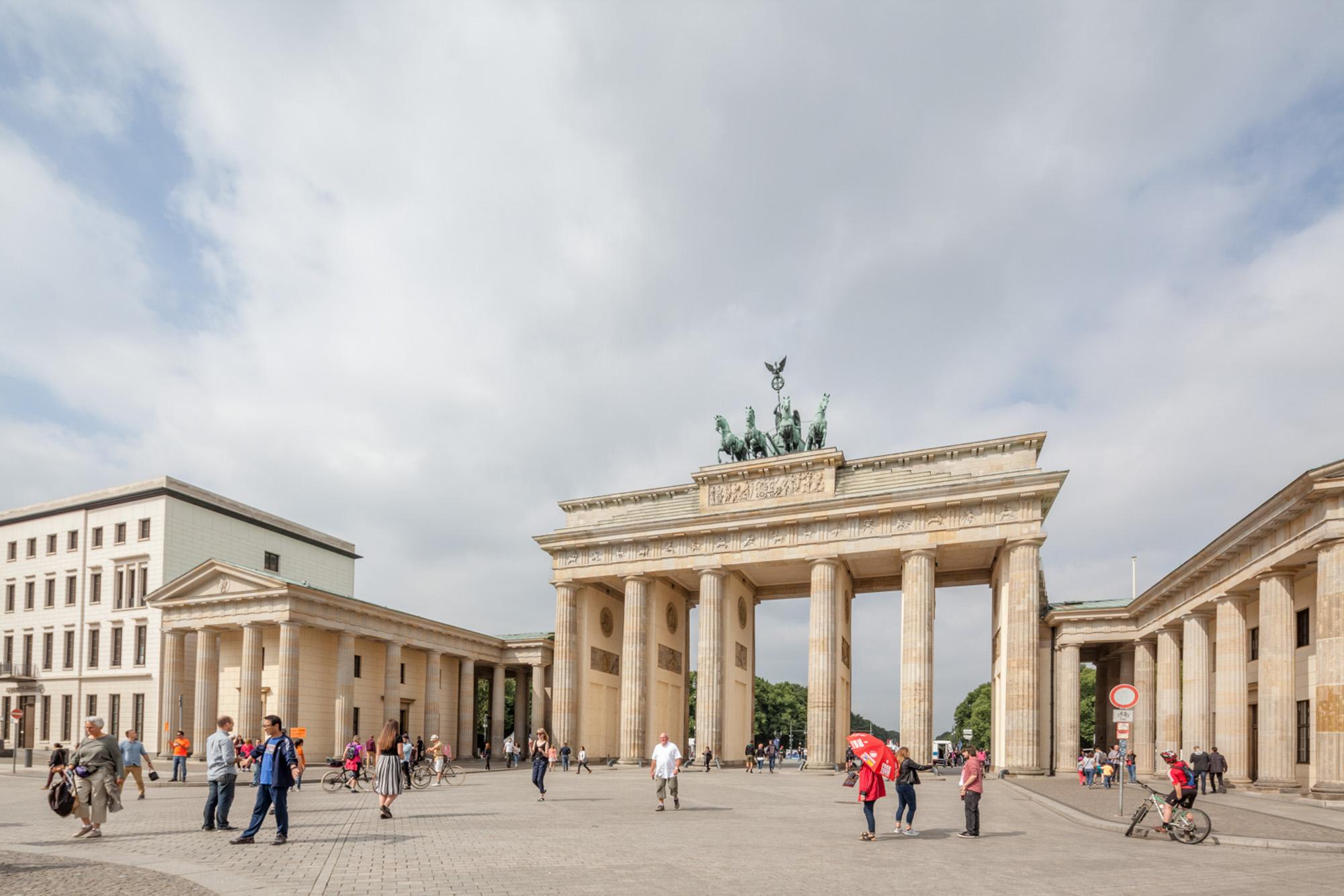Berlim, uma dualidade temporal_Num Postal